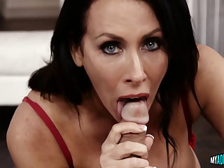 Green-eyed cougar mouth-fucked
