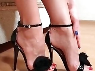 Incredible HOT MILF feet in action