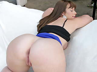 Chubby stunner Virgo Peridot shows her huge ass then fucked