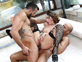 Horny Malena gets her ass and pussy fucked simultaneously