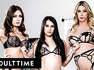 Seductive Trans Babes Explode With Cum In HOT Threeway