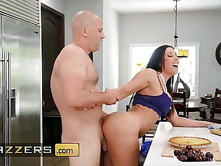 Sean Lawless Slides His Large Dick In Rachel Starr's Tight Pussy