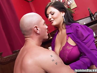 Jasmine Black gets Johnny XL up to enjoy big dick pounding