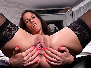 Unusual czech kitten opens up her wet fuckbox to the pe...