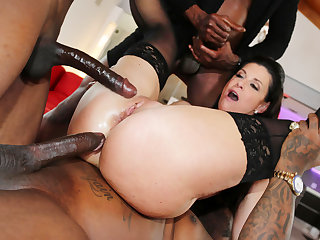 India Summer Craves Anal Sex And DP With Her Patients