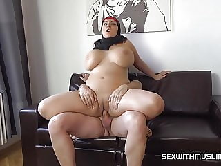 Bbw muslim milf with bouncing tits