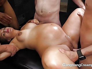 18YO 8 MONTHS PREGNANT FUCKED BY 5 GUYS
