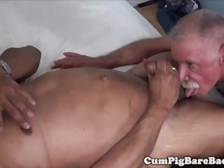Mature bear enjoys dickriding his lover