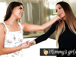 Squirt Madness With Katya Rodriguez And Her Stepmom